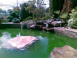 cubiertas-segovia-jardineria-monolitos-rojo-2