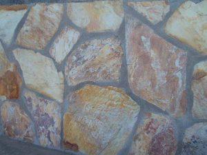 cubiertas-segovia-piedras-irregulares-cuarcita-altamira-brillo-violeta-3