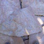 cubiertas-segovia-piedras-irregulares-cuarcita-oro-rustica-1