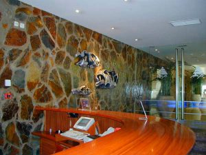 cubiertas-segovia-piedras-irregulares-filita-roja-2
