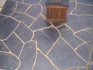 cubiertas-segovia-piedras-irregulares-plachon-negro-1
