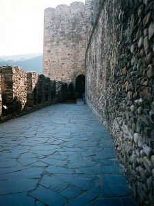 cubiertas-segovia-piedras-irregulares-plachon-negro-2